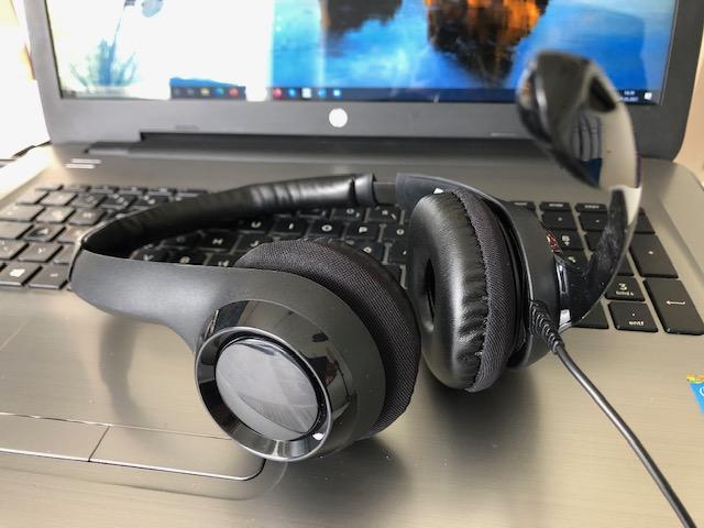 hochwertiger Kopfhörer für Video-Calls